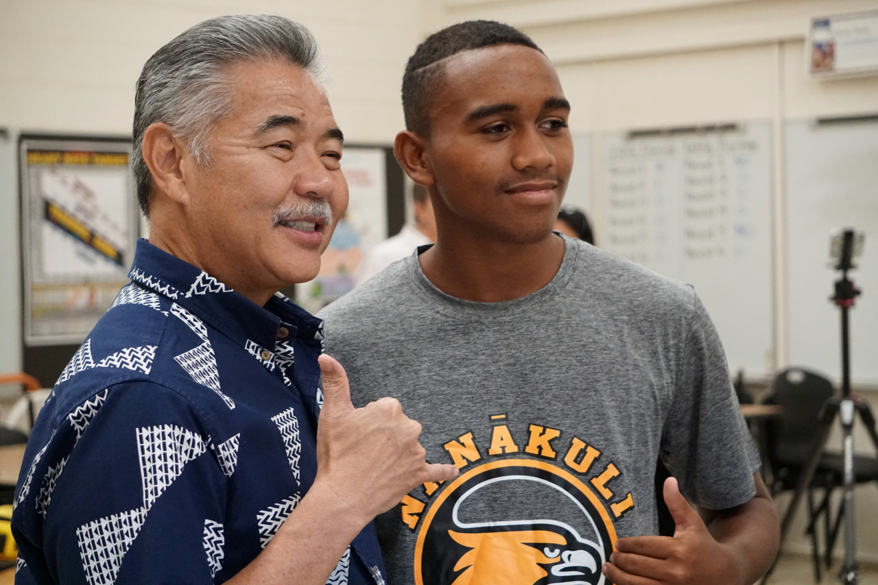 Governor+David+Ige+visits+NHIS%27+new+air+conditioned+classroom