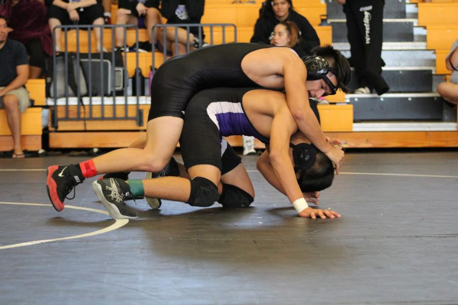 Photography+Class%3A+NHIS+Wrestling+Tournament